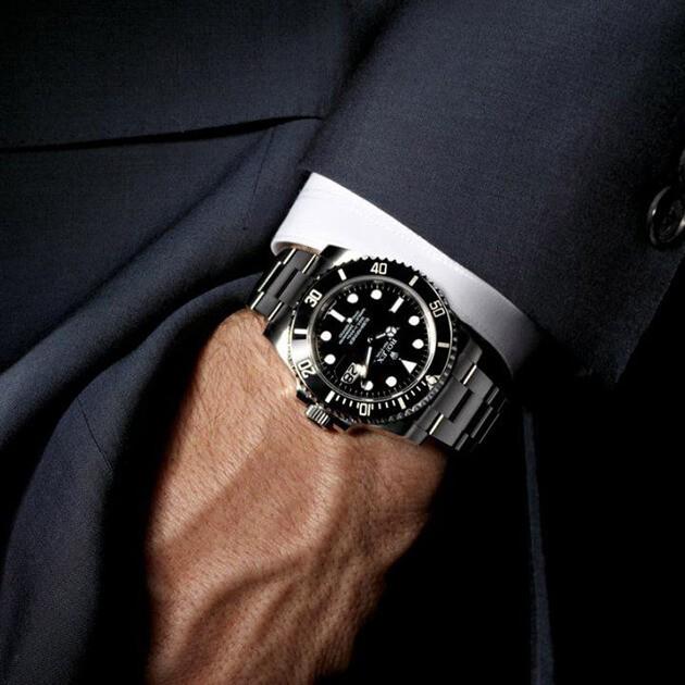 Rolex-Submarine-Date-116610-3