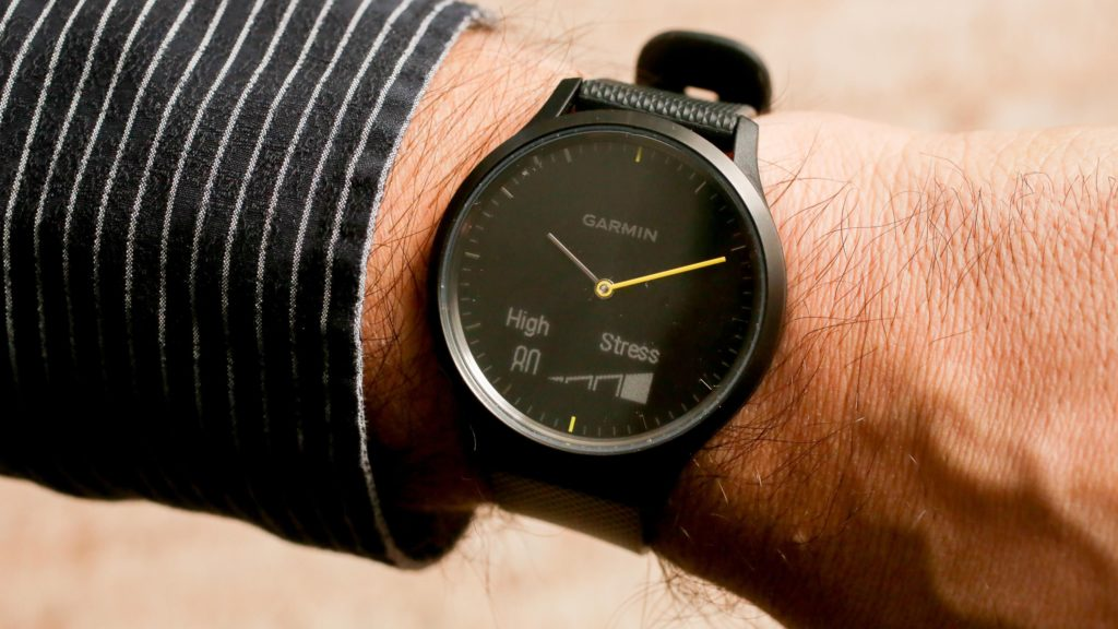 garmin vivomove hr на руке