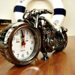 Часы на стол – модно и современно